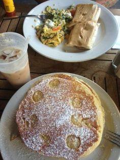 Banana pancakes, Drunkin Pilot and Cafe con lech @ Pinky's-San Juan