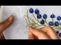 Hand Embroidery: embroidery design with lazy daisy stitch. - - Hand Embroidery: embroidery design with lazy daisy stitch. Hand Embroidery Projects, Basic Embroidery Stitches, Hand Embroidery Videos, Hand Embroidery Tutorial, Embroidery Flowers Pattern, Creative Embroidery, Simple Embroidery, Learn Embroidery, Hand Embroidery Designs