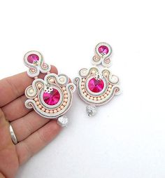 Colorful Soutache Earrings Fashion Handmade Dangle Earrings with Gems handmade… Soutache Earrings, Bridal Earrings, Clip On Earrings, Dangle Earrings, Leather Jewelry, Beaded Jewelry, Handmade Jewelry, Beaded Necklace, Soutache Tutorial