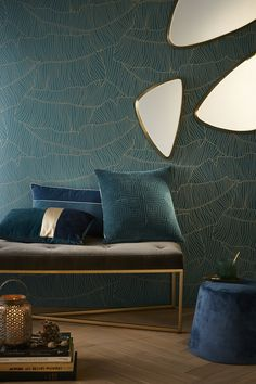 Art deco wallpaper on the walls, by touch, total look, mixing styles. Art Deco has its place in your home. Casa Art Deco, Arte Art Deco, Wallpaper Art Deco, Home Wallpaper, Silver Wallpaper, Interiores Art Deco, Home Decoracion, Interior Decorating, Interior Design