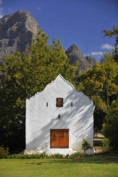 Bellingham OldCellar ©Alain Proust Did the mountain peak inspire the gable shape? Wonderful Places, Beautiful Places, Spook Houses, South Afrika, Cape Dutch, Wine Tourism, Dutch Colonial, Cape Town South Africa, House Landscape