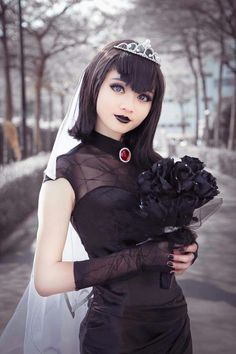 Disney Cosplay Mavis (Wedding dress) from Hotel Transylvania 臺灣cosplay*molly芽の窩 Disney Cosplay, Cosplay Pokemon, Cosplay Anime, Epic Cosplay, Cute Cosplay, Cosplay Makeup, Amazing Cosplay, Halloween Cosplay, Cosplay Games