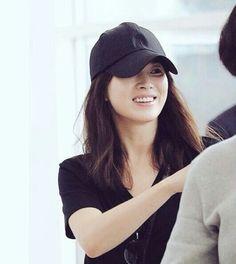song hye kyo 송혜교 descendants of the sun 태양의후예 april 2016 Song Hye Kyo, Song Joong Ki, Korean Actresses, Korean Actors, Actors & Actresses, Korean Beauty, Asian Beauty, Korean Celebrities, Celebs