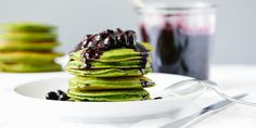 Green Smoothie Pancakes with Macerated Blueberries via @iquitsugar