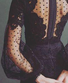 plumetis allure style look robe noire transparence black dress kleid dentelle petits pois lace & dots Fashion Details, Look Fashion, Fashion Beauty, Womens Fashion, Party Fashion, Formal Fashion, Classy Fashion, Brown Fashion, Fashion Vintage