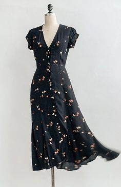 When In Barcelona Dress – XS Vintage Inspired Dresses Vintage Outfits, Vintage Inspired Dresses, Vintage Dresses, Vintage Fashion, Vintage Inspired Fashion, 1940s Fashion Women, 1950s Dresses, Victorian Fashion, Vintage Clothing