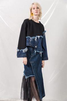 AULA Source by elvanrana fashion Ropa Upcycling, Denim Pullover, Artisanats Denim, Estilo Unisex, Kleidung Design, Estilo Denim, Denim Fashion, Womens Fashion, Diy Clothes Refashion
