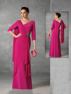 Long dress with elbow sleeves and v-back. Mod Jesi …- Long dress with …
