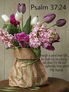 spring bouquet in paper bag. I love spring flowers. Deco Floral, Arte Floral, Floral Design, Ikebana, Wedding Centerpieces, Centerpiece Ideas, Table Centerpieces, Easter Centerpiece, Color Splash