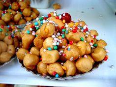 Les struffoli sont les gâteaux napolitains de Noël. Mangés dans toute la  Campanie depuis des siècles, les struffoli ont été importés par les Grecs \u2026