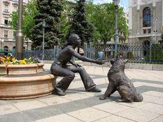 Kutyás lány szobor, Vigadó tér Budapest (Dog statue of girl)
