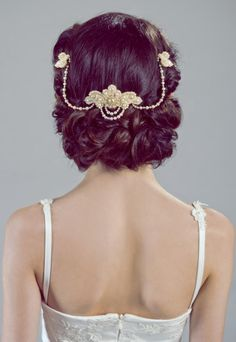 Romantic bridal updo and exquisite pearl headpiece from @petitelumiereco