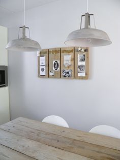 Alternatief prikbord van losse steigerhout plankjes