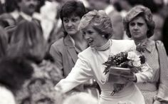 1986-05-06 Diana greets people in Burnaby, British Columbia