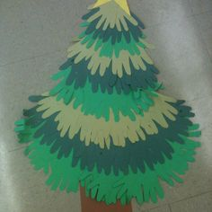 Christmas tree made from hands Classroom Ideas, Crafts For Kids, Christmas Tree, Hands, Holidays, Diy, Xmas, Blue Prints, Crafts For Children