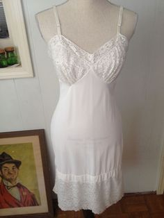 "Vintage Vanity Fair Full Slip White 8"" Wide Lace Trim Bodice Sexy Chantilly 34 T #VanityFair"