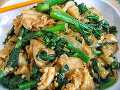 Sumptuous Flavours: Pad See Ew (Stir-fried Flat Noodles, Thai-Style)