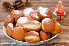 gogosi-pufoase-cu-vanilie Pretzel Bites, Brownies, Sweets, Bread, Recipes, Food, Meals, Sweet Treats, Sweet Pastries