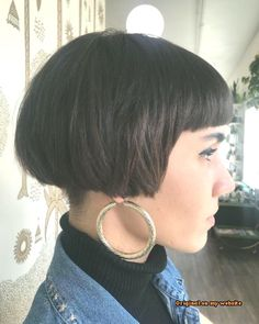 Short bob big hoops Source by frankapohl Coconut Oil For Acne, Hair Trends, Short Hair Styles, People, Pink, Color, Facebook, Fashion, Hairstyle Short