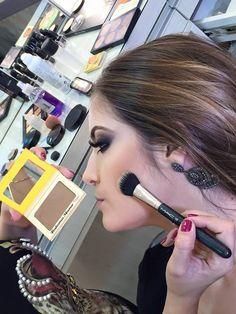 Contorno facial com pó Bronzer e um pincel duo fiber pra ficar mais fácil pra esfumar – (Pó Bahama Mama – The Balm – Pincel Duo Fiber 159 MAC);28
