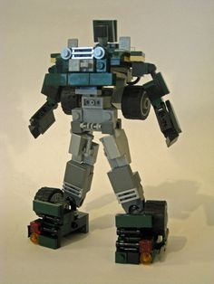 This is a Lego Generation 1 Transformer Hound - a Jeep with mini figure scale and it is fully transformable into robot type. Awesome Lego, Cool Lego, Lego Transformers, Alex Wong, Lego Mechs, Lego Toys, Lego Models, Lego Stuff, Lego Instructions