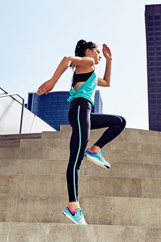 Make a statement in Hyper Jade. The NikeWomen Free TR Focus Flyknit sports '80s colors and a breathable, flexible build to conquer your workout.