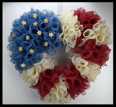 Beautiful Americana Patriotic Flag wreath from www… Patriotic Wreath, Patriotic Crafts, 4th Of July Wreath, July Crafts, Wreath Crafts, Diy Wreath, Wreath Ideas, Tulle Wreath, Memorial Day Wreaths