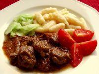 A Sprinkle of Hungary: Vörösboros marhapörkölt (Red Wine Beef Stew) Hungarian Recipes, Hungarian Food, Goulash, Stew, Red Wine, Hungary, Meat, Cooking, Europe
