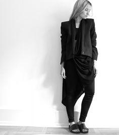 roge Helmut Lang blazer, Won hundred cardigan, Acne Jeans & læder slippers af eget design