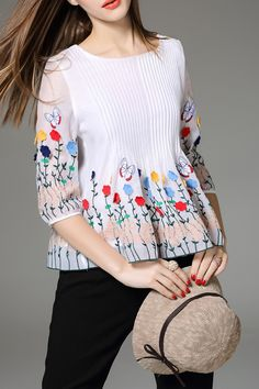 ELENYUN Pleated Floral Embroidered Top