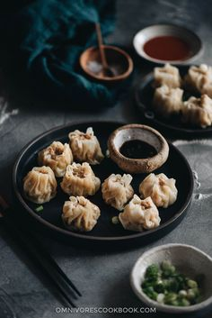 How to Make Shumai (烧麦, Steamed Dumplings) Learn how to make the famous dim sum classic, shumai (烧麦, Steamed Dumplings) – steamed dumplings filled with juicy pork and shrimp. Seafood Recipes, Appetizer Recipes, Cooking Recipes, Dim Sum, Party Food To Make, Dumpling Filling, Chicken Spring Rolls, Steamed Dumplings, Fast Food