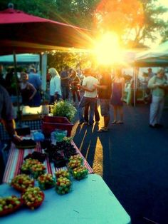 Sonoma Valley Farmers Market begins this Tuesday night through the end of October on the historic Sonoma Plaza. Pick up a bottle of Sonoma Valley wine and enjoy with some savory treats from the market!