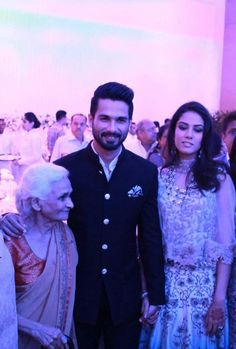 Cute unseen pic of @shahidkapoor and Mira with Shahid's Nani at their  post wedding party  <3