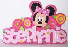 Deja volar tu imaginación y descubre 8 de las cosas más chulas que puedes hacer con goma EVA o foamy. Minnie Mouse Decorations, Minnie Mouse Party, Mickey Mouse, Foam Sheet Crafts, Foam Crafts, Bolo Mickey E Minnie, Minnie Birthday, Disney Scrapbook, Mickey And Friends