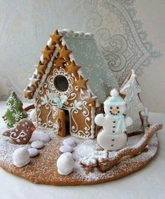 A gingerbread house is sooo adorable and pretty! But these incredible ones take gingerbread houses to the next level! Cool Gingerbread Houses, Gingerbread House Designs, Christmas Gingerbread House, Christmas Sweets, Christmas Cooking, Christmas Goodies, Gingerbread Cookies, Christmas Crafts, Xmas
