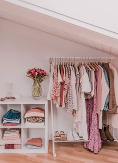 My Boho Minimal Spring Capsule Wardrobe – Top Trend – Decor – Life Style Capsule Outfits, Capsule Wardrobe, Capsule Clothing, Wardrobe Closet, Time Capsule, Wardrobe Ideas, Deco Studio, Woman Bedroom, Room Inspiration