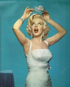 marilyn monroe | PARTICELLE SPARSE DI MARILYN MONROE >>> and we love her all the more.. As, I, celebrate her being additionally iconic to (me); for having been a big supporter of the tiara! of course!