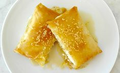 Easy to make baked feta wrapped in phyllo dough drizzled with honey baked until soft inside, crunchy on the outside.