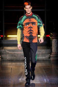 Sfilata Moda Uomo Moschino Londra - Autunno Inverno 2016-17 - Vogue