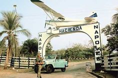The Gate Way to Pablo Escobar's Estate, one of his old planes was put above it, it was said it was still flyable but Escobar wanted a new one Pablo Emilio Escobar, Don Pablo Escobar, Lonely Planet, Colombian Drug Lord, Gate Way, Old Planes, Extraordinary People, Breaking Bad, Drugs