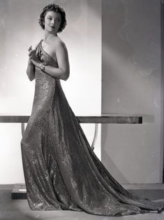 I can never have too  many Myrna pictures.....Myrna Loy, 1930s.