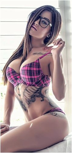 「Sexy girls with naked eyeglasses」の画像検索結果 Hot Tattoos, Girl Tattoos, Tatoo 3d, Tattoed Girls, Girls With Glasses, Gorgeous Women, Tartan, Sexy Lingerie, Gorgeous Lingerie