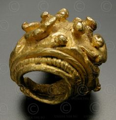 Majopahit earring  22K gold earring. Ancient kingdom of Majopahit (Java), Indonesia. 10-12th cent.