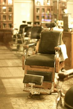Vintage Barber Shop in Rotterdam by ComùnicaTI, via Flickr