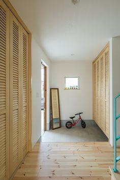 収納たっぷりのシンプル玄関 Muji Home, Yoyogi Park, Arch House, Shoe Closet, House Plans, Interior Design, Architecture, Luxury, Room