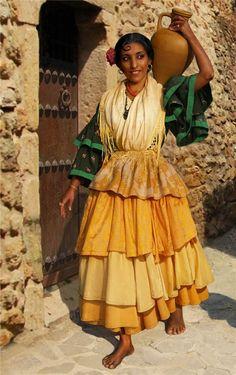 Folk Costume, Costumes, 1920s Aesthetic, Gypsy Culture, Gypsy Women, Folk Clothing, Flamenco Dancers, Guy Fawkes, Historical Women