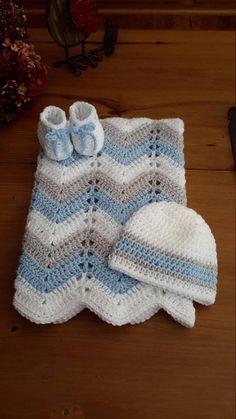 Buscando una versión única de un regalo de la ducha de bebé bueno nueva mamá y el bebé - no mira más:] este conjunto de regalo de bebé moderna incluye un afgano y su sombrero de elección o patucos rayas :) Este sistema es el tamaño perfecto para la bolsa de pañales para la mamá