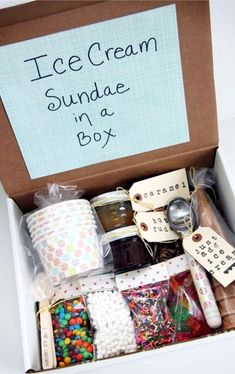 DIY Christmas Gifts DIY Gifts - Unique homemade gift ideas for Christmas Birthdays Mothers Day or any other holiday. Cute gift ideas that make good gifts for friends and relatives - great Last Minute DIY gift ideas too Diy Cadeau Noel, Navidad Diy, Ideas Navidad, Christmas Mom, Best Friend Christmas Gifts, Christmas Gift Boxes, Christmas Gift Ideas For Teens, Family Gift Ideas, Girlfriend Christmas Gifts