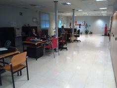 Vista general. Personal Técnico. Conference Room, Table, Furniture, Home Decor, Organize, Decoration Home, Room Decor, Tables, Home Furnishings