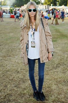 Cara Delevingne- Burberry trench, bright sunglasses and skinny jeans.